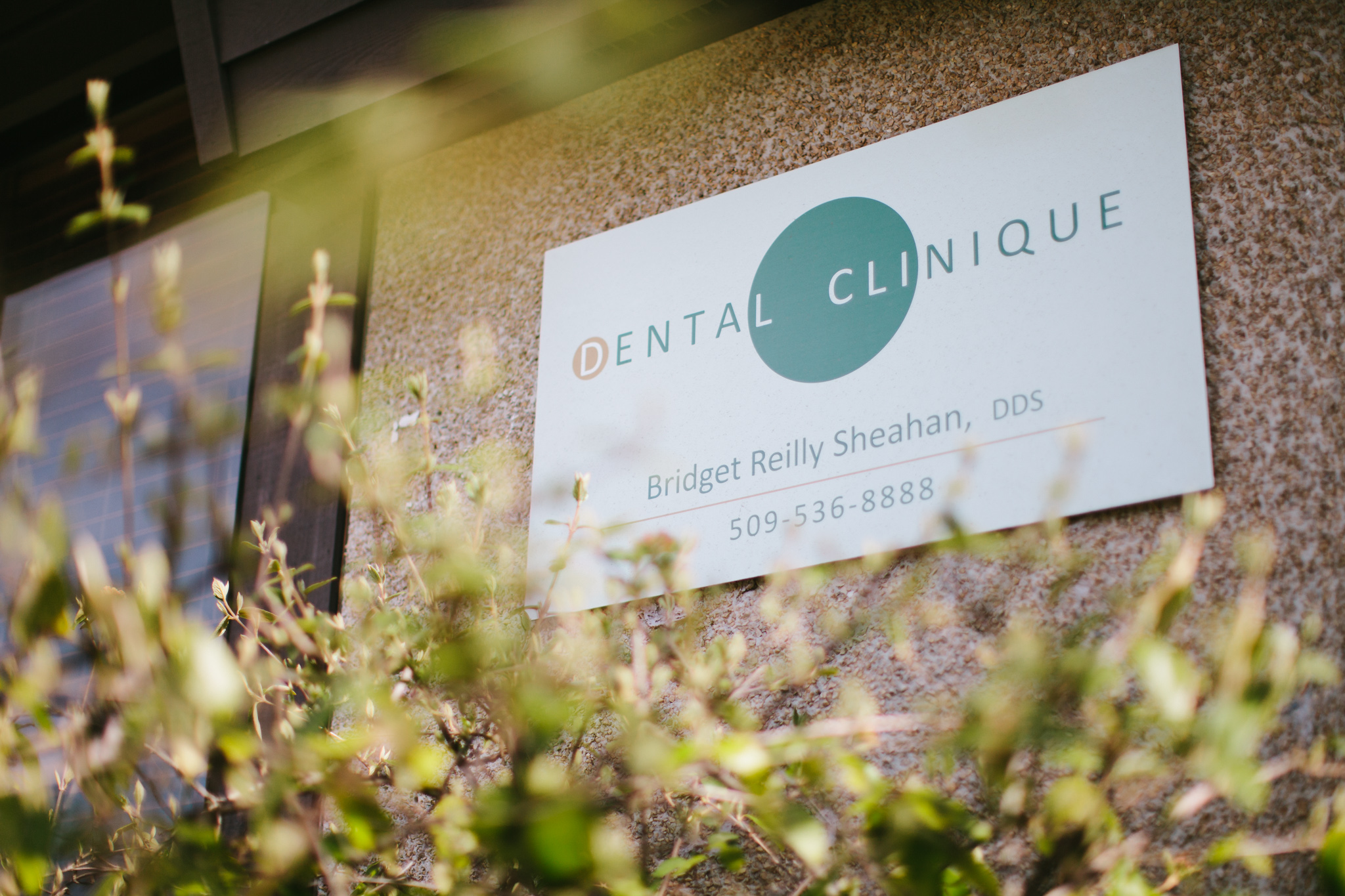 Dental Clinique Spokane Dental Office Doctor Bridget Reilly Sheahan Sign